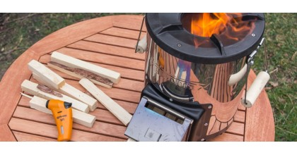 What is and how does the Petromax Rocket RF33 wood burner work?